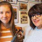 Clara Dobbelstein mit Lehrerin Mariana Suciu