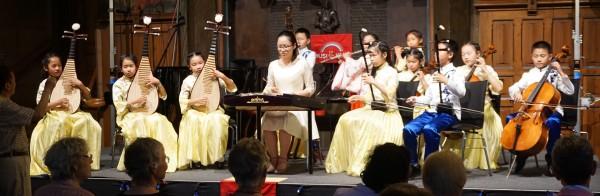 Orchester mit exotischen Instrumenten