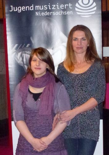 Natalia Forys mit ihrer Klavierlehrerin Tanja Barth