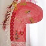 ...dieses Pferd ist besonders liebevoll dekoriert.
