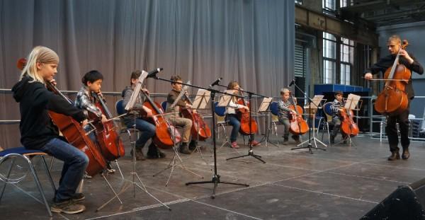 Etwas ganz Besonderes: 8 Cellisten spielten zusammen