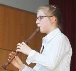 Lara Schucht mit Blockflötenlehrer Stefan Möhle