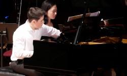 Klavier: Johann und Laeah